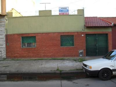Casa En Venta De 3 Ambientes, Ideal Dos Familias.