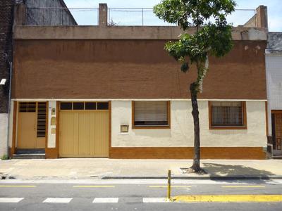 Dueño Vende Casa En Capital Sobre Lote De 11 X 30 Mts.