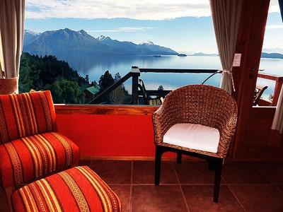 Bariloche. Cabañas Con Vista Panorámica Al Lago Nahuel Huapi