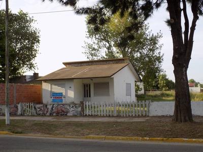 Casa Sobre Avenida Principal Con Amplio Terreno Libre