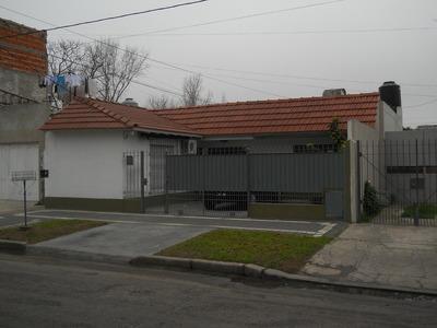Casa En Venta De 4 Ambientes En Banfield