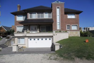 Exclusiva Casa Zona Norte Con Vista Al Mar. Ambientes. Dormitorios. 334 M2. 334 M2c