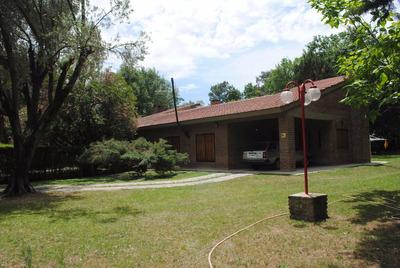 Excelente Casa Quinta Ubicada A Unos Km Del Centro De Lujan