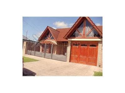 Casa En Venta De 4 Ambientes En Marcos Paz
