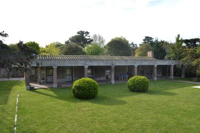 Casa De 150 Mts, Galería De 120 Mts Mas Casa De Huéspedes