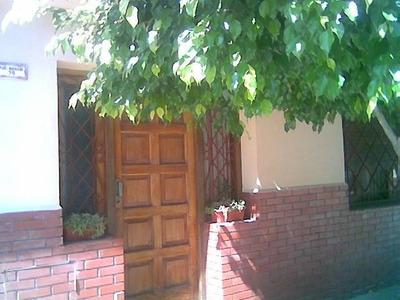 Casa 3 Amb.c/cochera Y Fondo -banfield Oeste