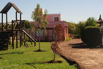 Cabaña De 2 Ambientes, Pileta, Cochera Y Parrilla.