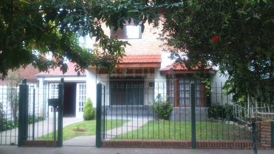 Casa En Venta De 3 Ambientes En Lomas De San Isidro