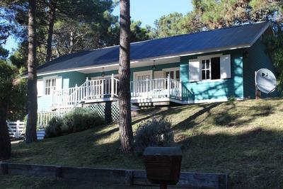 Casa De 5 Ambientes ,3 Dormitorios, 2 Baños + Casa Huesped