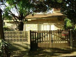Casa En Terreno Arbolado - Permuta X Local O Galpon Zona Sur